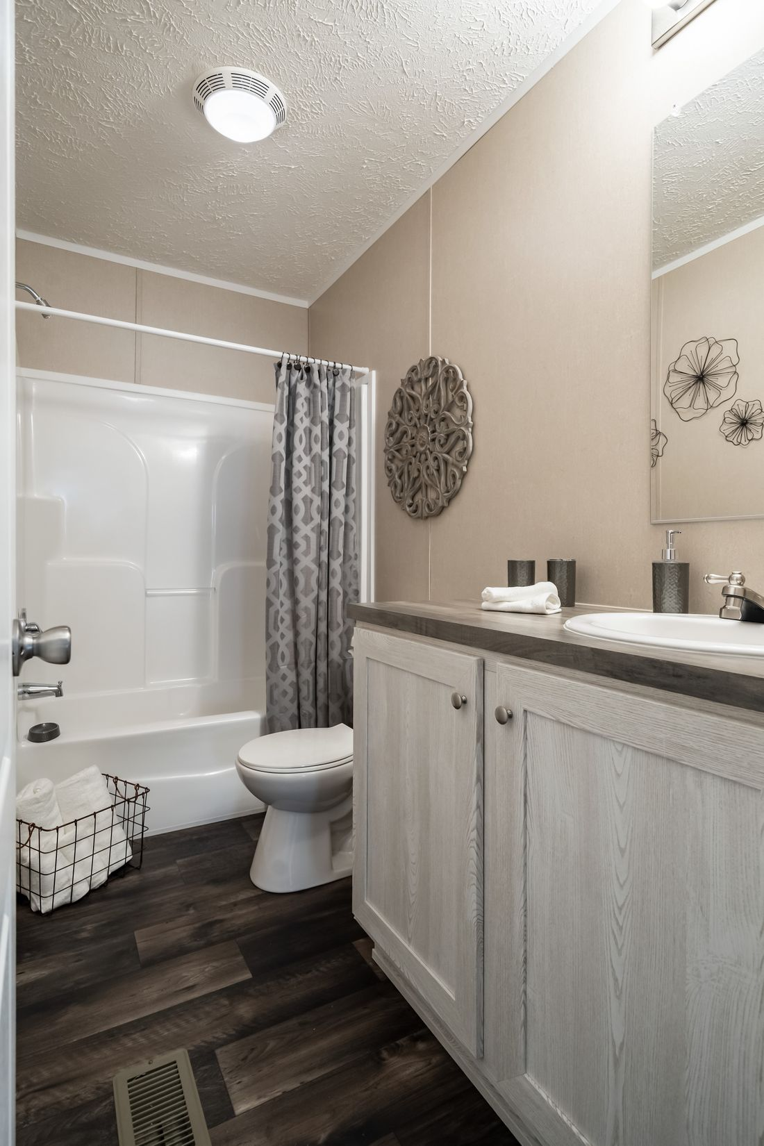 The ULTRA PRO 68 Guest Bathroom. This Manufactured Mobile Home features 4 bedrooms and 2 baths.