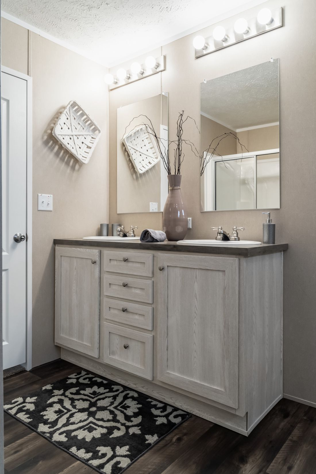 The ULTRA PRO 68 Master Bathroom. This Manufactured Mobile Home features 4 bedrooms and 2 baths.