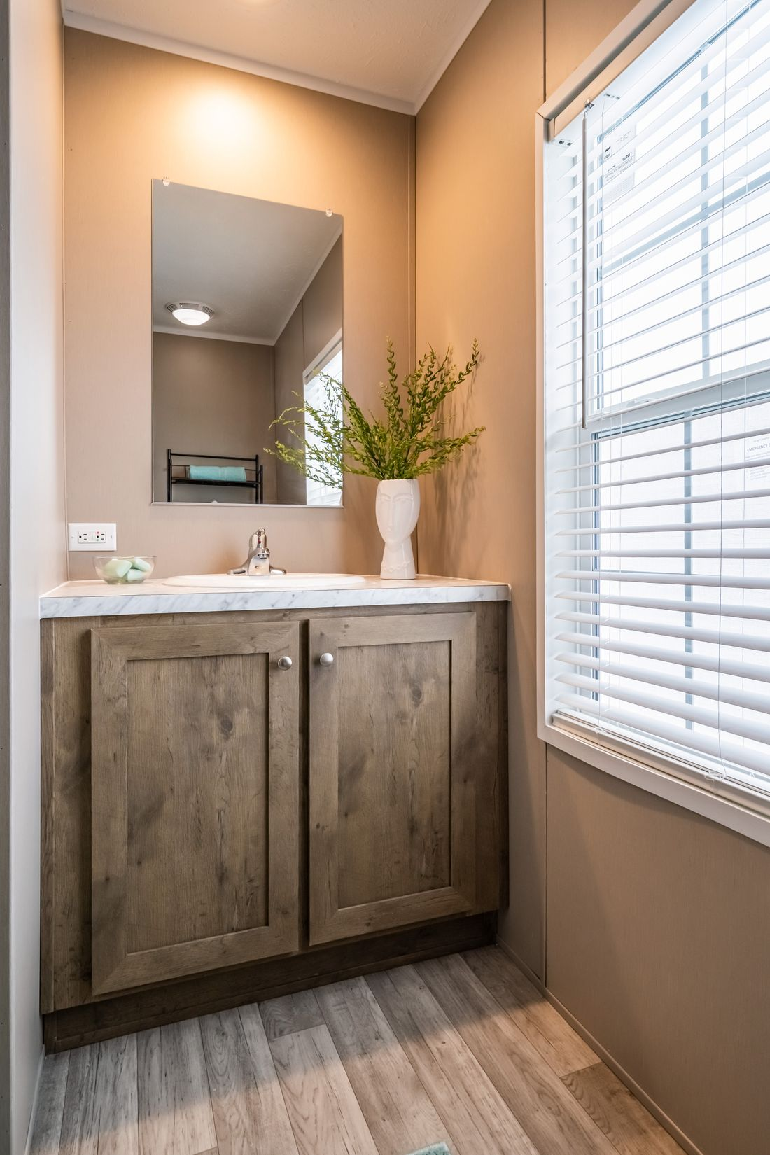 The ULTRA PRO 72 Guest Bathroom. This Manufactured Mobile Home features 4 bedrooms and 2 baths.