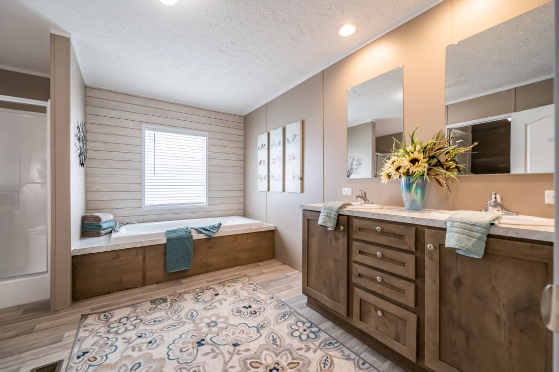The ULTRA PRO 72 Master Bathroom. This Manufactured Mobile Home features 4 bedrooms and 2 baths.